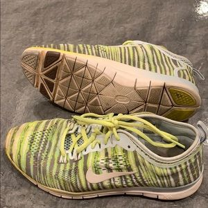 Nike green shoes 7.5